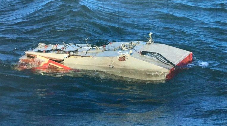 Een brokstuk van de helikopter op een foto die werd vrijgegeven door de Zuid-Koreaanse kustwacht.
