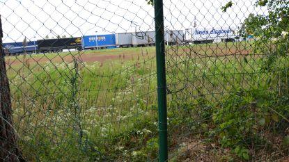 """Open Vld vraagt zwaardere beveiliging aan parkings E17: """"Vluchtroute voor transmigranten en inbrekers"""""""