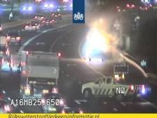 Autobrand zorgt voor file op A16 tussen Zwijndrecht en Ridderkerk