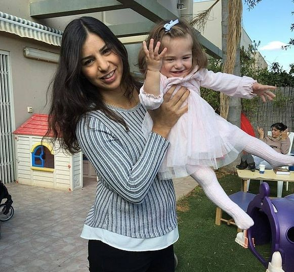 Liat Malka met de dochter die ze niet meer verwacht had te krijgen.