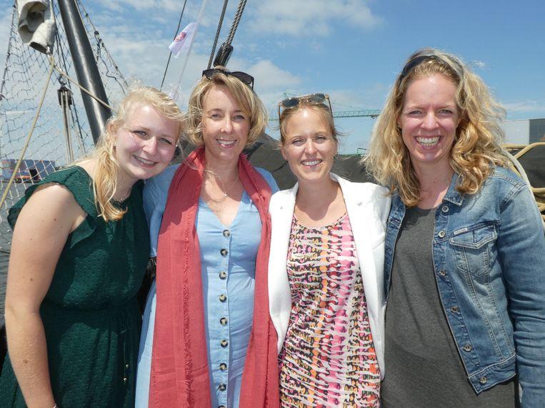 Team Iglo: Stefanie Langelaan, Becky Nascimento, Lisa Gray en Joske den Engelsen. Beeld Schuim