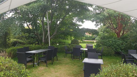 In de tuin van Le Notariat is nog plaats voor 40 mensen.