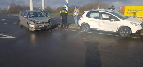 Geen gewonden, wel veel schade bij aanrijding op oprit naar A18 bij Doetinchem