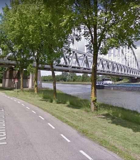 Politie Houten waarschuwt 'stoere tieners' niet op spoorbrug te lopen