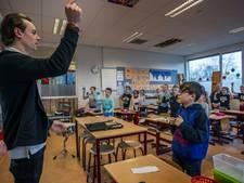 Harmonie geeft les in groep 5B van basisschool De Rank in Helmond