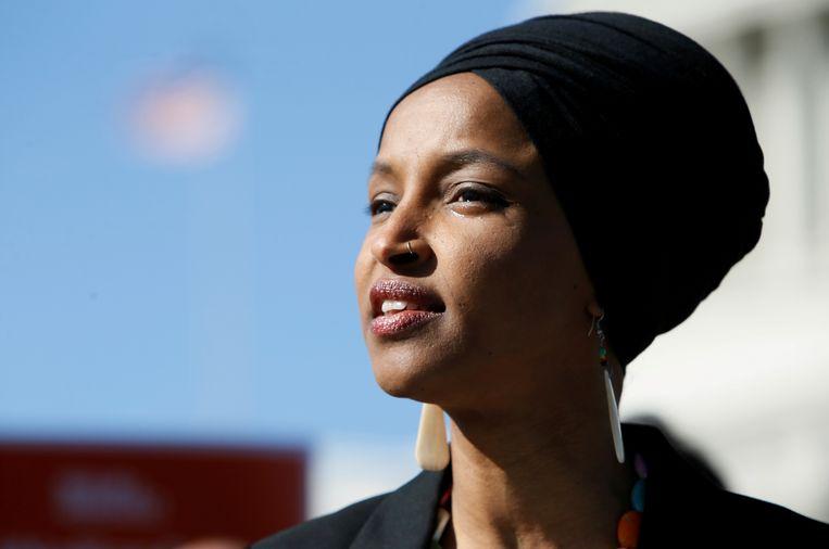 Congres-lid Ilhan Omar weigert te buigen voor de stortvloed aan kritiek van Republikeinen, onder wie president Trump. De Democrate zegt dat moslims in de VS er geen genoegen mee moeten nemen als zij worden behandeld als tweederangs burgers.
