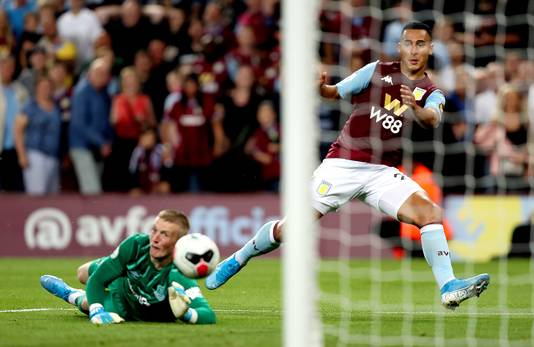 Anwar El Ghazi scoort tegen Everton.