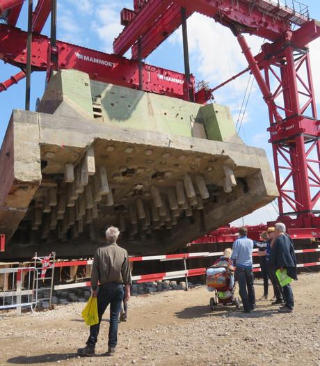Sluis 120 meter opzij gezet voor verbreding Lekkanaal
