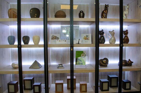 Memoria heeft ook een ruim aanbod van urnen en juwelen waarin de as kan worden bewaard.