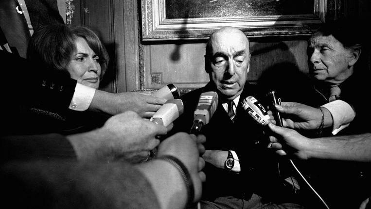 Pablo Neruda in 1971 nadat hij de Nobelprijs voor de literatuur heeft gewonnen. Beeld ap