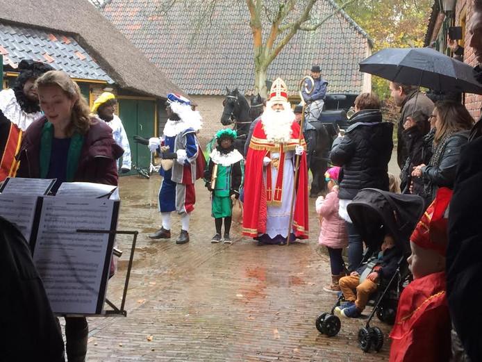 Sinterklaas arriveert in Veldhoven