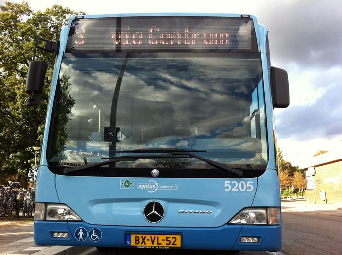 Een bus van vervoerder Syntus.
