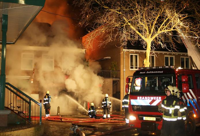 Kort na de kraak vloog het pand van The Read Shop in brand.
