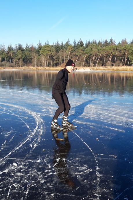 Natuurijs op Buntven Deurne: 'Mannen van 70 schaatsen mij hier voorbij'