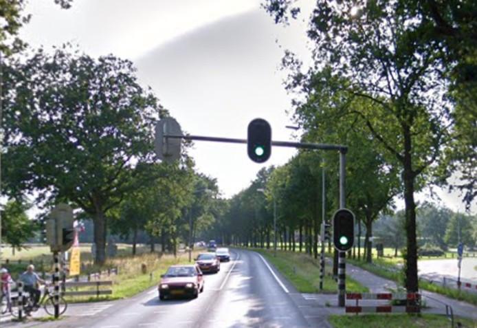 De oversteekplaats van de De Ruyterstraat naar landgoed Kernhem.