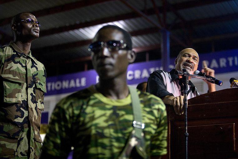 Desi Bouterse spreekt tot zijn aanhang. De voormalig legerleider sprak fel over zijn politieke tegenstanders vlak voor het begin van het proces over de acht decembermoorden op vrijdag 30 november. Beeld -