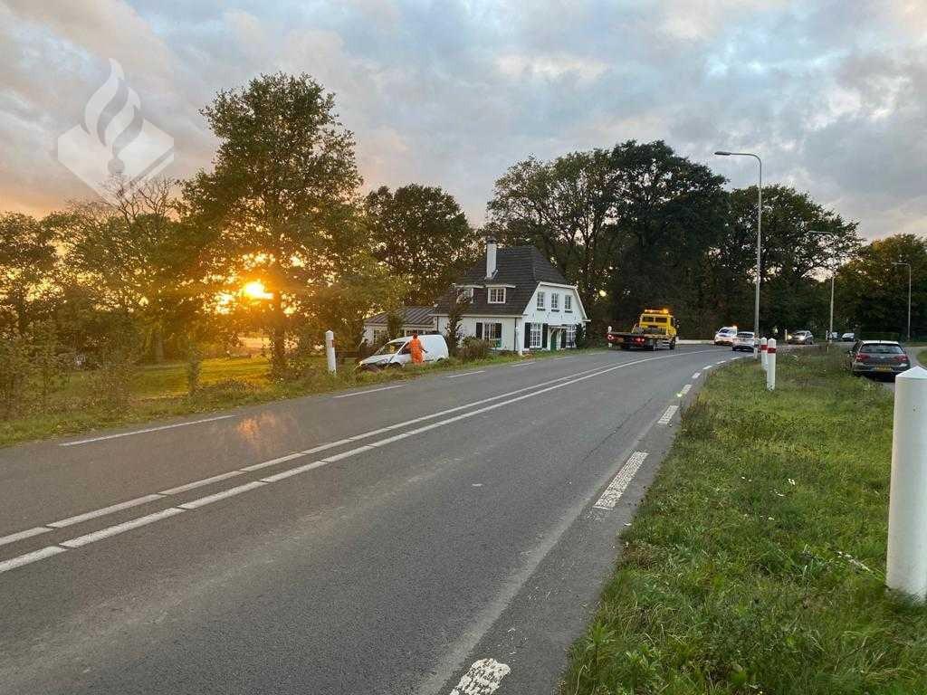 De auto belandde tussen Rhenen en Elst in een tuin.
