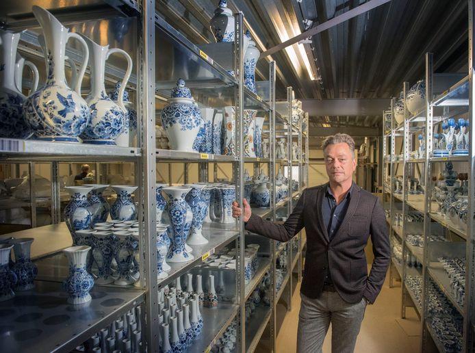 Directeur Jorrit Heinen in een van zijn fabrieken. De aardewerkfabriek is nu failliet.