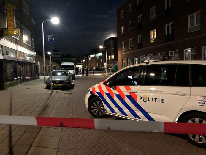 De politie zet deel van Herenstraat in Gouda af.