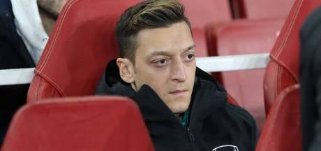 Arsenal schrijft Özil niet in voor Premier League: 'Diep bedroefd'
