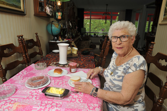 De Dordtse Marry Huijgen kookt niet vaak meer zelf, maar haar ontbijtje maken lukt nog.