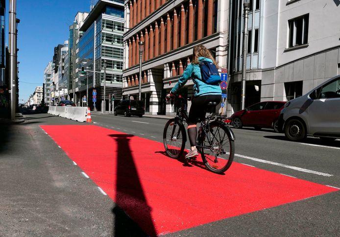 Het nieuwe fietspad in de Wetstraat.