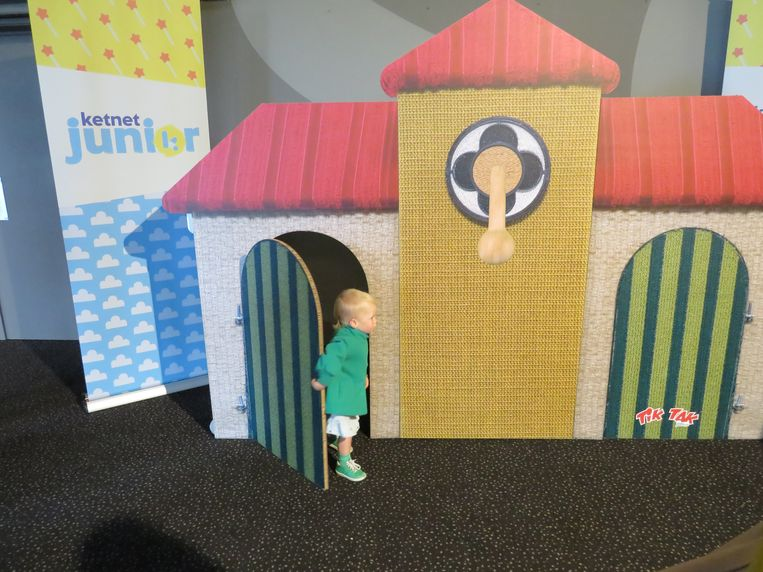 De kinderen ontdekken het huisje van Tik Tak