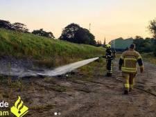 Brandweer blust 'uit de hand gelopen kampvuur' in Nieuw-Lekkerland