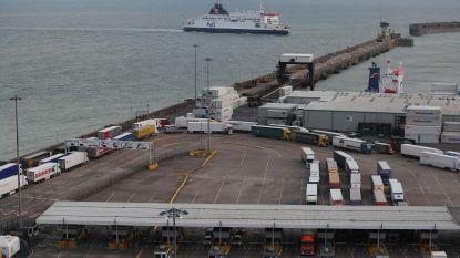 Zestien mensen levend uit container van ferry gehaald
