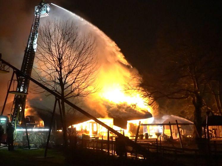 Uitslaande brand Rotterdams park vermoedelijk aangestoken: politie onderzoekt deze snapchatbeelden
