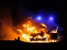 Auto gaat in vlammen op in Geesteren