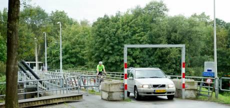 Heel Junne tegen nieuwe brug over de Vecht, liever renovatie oude brug