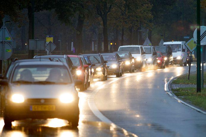 Lange rijen wachtende auto's op de Heikantstraat tussen Valkenswaard en Waalre moeten eind 2021 tot het verleden behoren. Dan is de weg verkeersluw gemaakt en is het de bedoeling dat veel verkeer via de nieuwe Westparallel zal rijden.