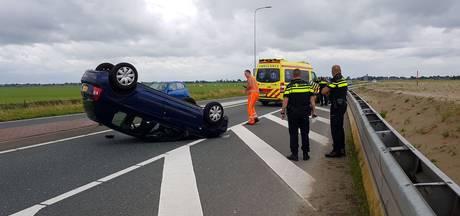Auto op de kop na eenzijdig ongeval N207 Leimuiden