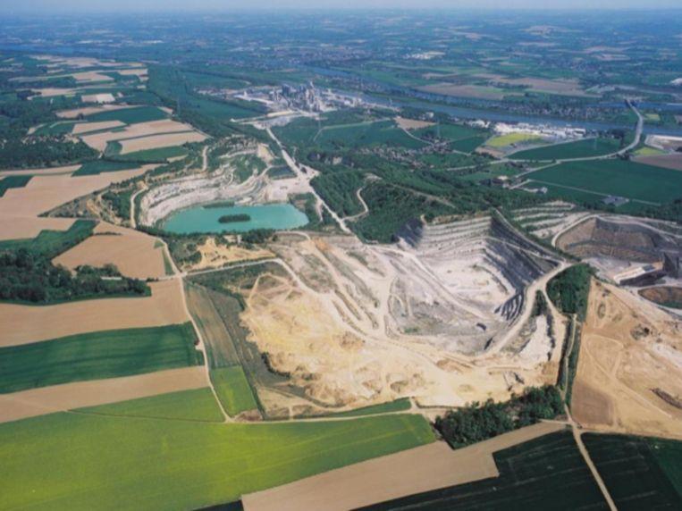 Gemeente dient bezwaar in tegen uitbreiding groeve Romont om cement voor CBR te winnen.