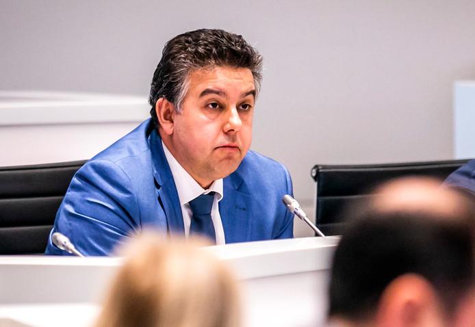 Ex-wethouder Rachid Guernaoui heeft van het OM het dossier gekregen waarop de corruptieverdenking gebaseerd is.