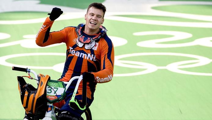 Jelle van Gorkom is blij nadat hij een zilveren medaille heeft gewonnen op de Olympische Spelen in Rio.