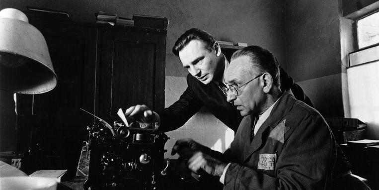 Liam Neeson (links) en Ben Kingsley in Schindler's List van Steven Spielberg. Beeld null