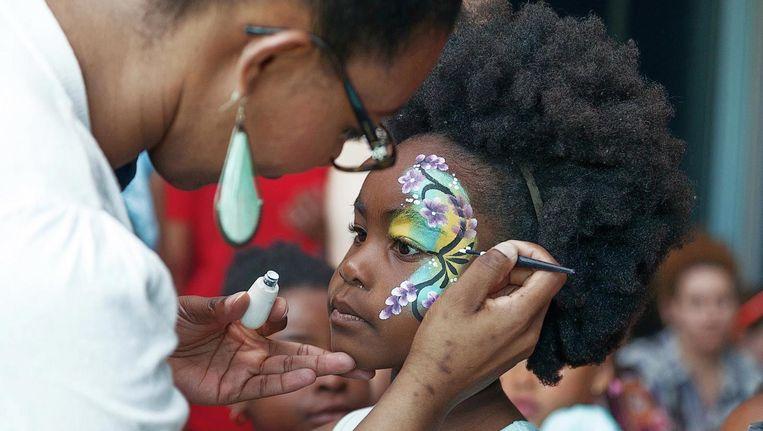 Iedereen kan zich laten schminken tijdens het festival Beeld Gérard Ausems