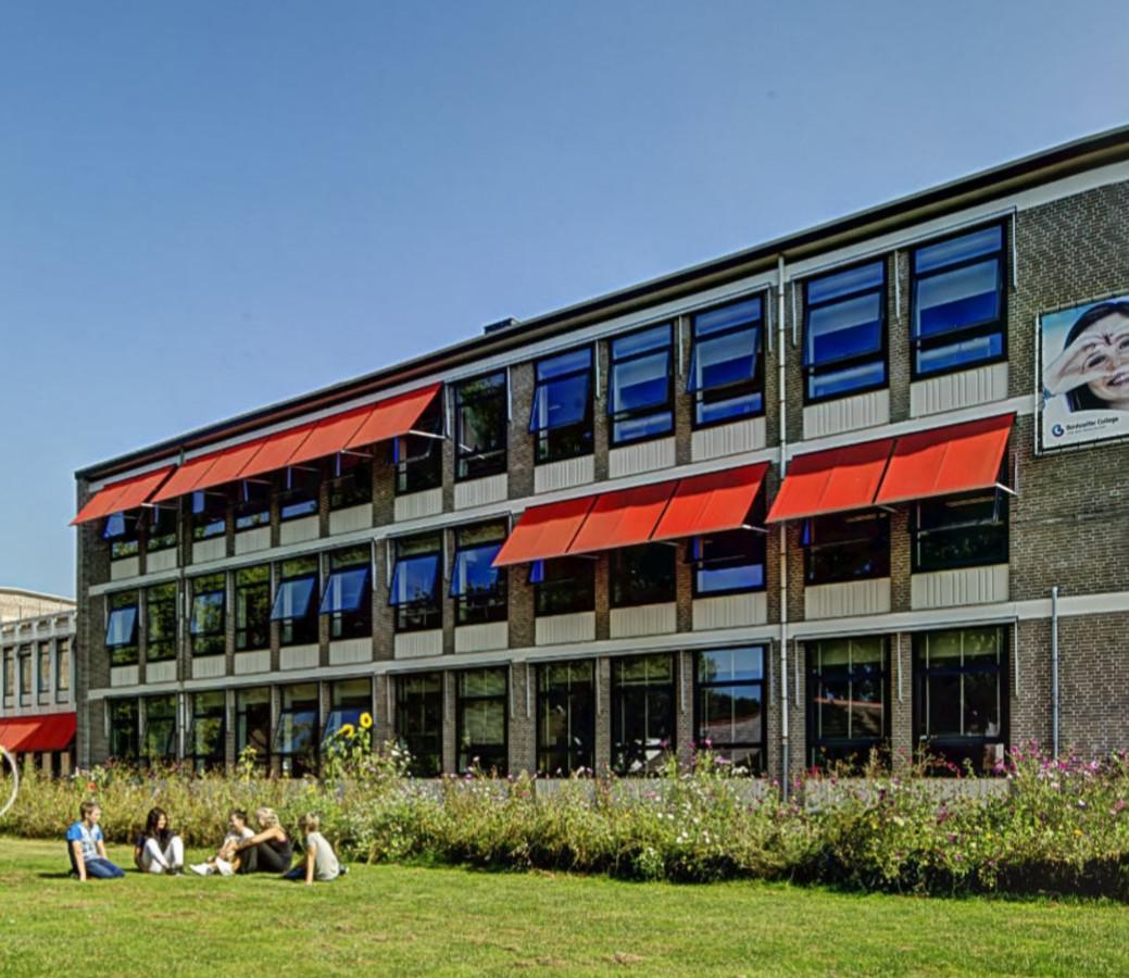 Het Bonhoeffer College van der Waalslaan.