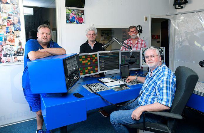 vlnr Erik Vastenouw, Jan van Efferen, Peter Weeting en voorzitter Hans Hulswit van RTV Papendrecht