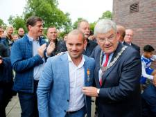Wesley Sneijder verrast met lintje op 'eigen' sportpark in Utrecht: 'Megatrots'