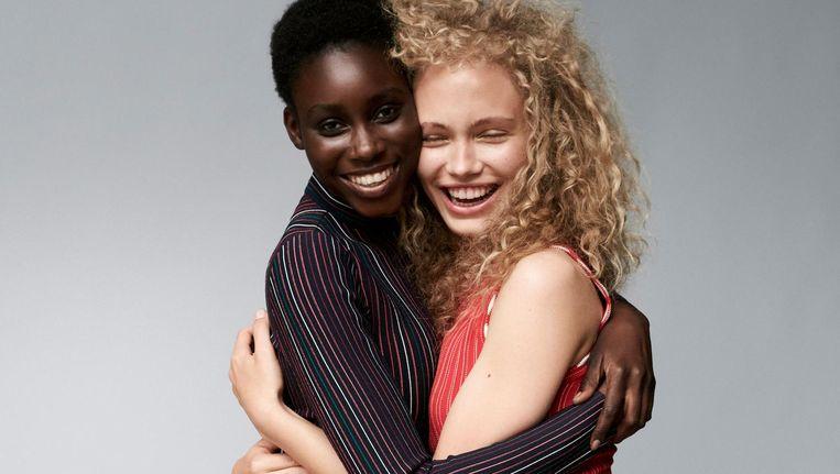 Modellen Fatou Moussa en Kim van der Laan Beeld Paul Bellaart, styling Jetteke van Lexmond