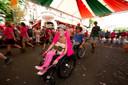 Veel Vierdaagsedeelnemers zijn in het roze gekleed.
