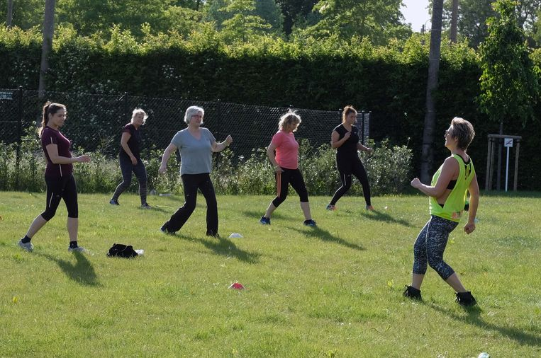 Nu samen sporten weer mag in openlucht, is Lago Club Zwevegem gestart met groepslessen.