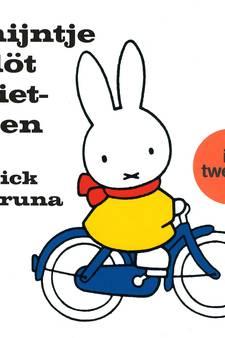 Herman Finkers vertaalt: 'Nijntje döt fietsen'
