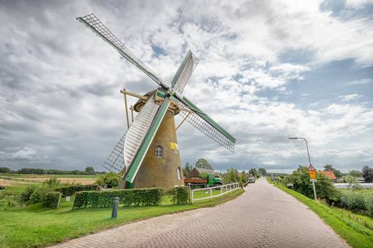 Dit is molen De Lelie in Puttershoek