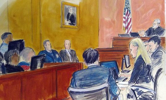 Rechtbankschets van het proces met El Chapo (op de rug bezien).