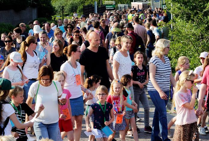 De Woensdrechtse wandeldriedaagse trekt veel enthousiaste jonge deelnemers, maar ook heel veel oudere wandelaars.