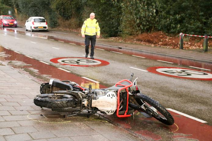 De politie doet onderzoek na het ongeval met de motor in Ermelo.
